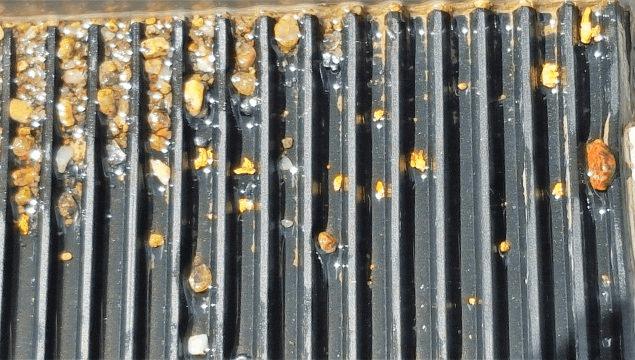 tapis strié avec de l'or