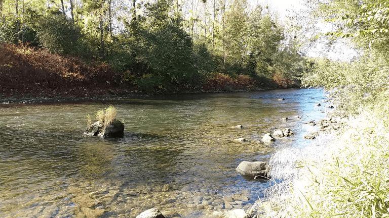 riviere bulder rochers pour l'orpaillage