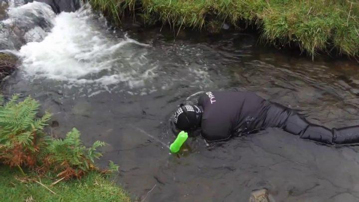 la recherche d'or en sniping se faut en partie sous l'eau