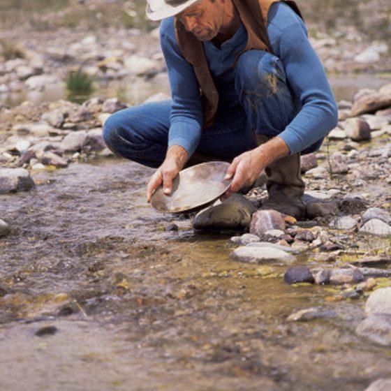prospection d'un orpailleur dans le colorado