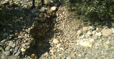 enorme trou trouvé sur un spot d'orpaillage