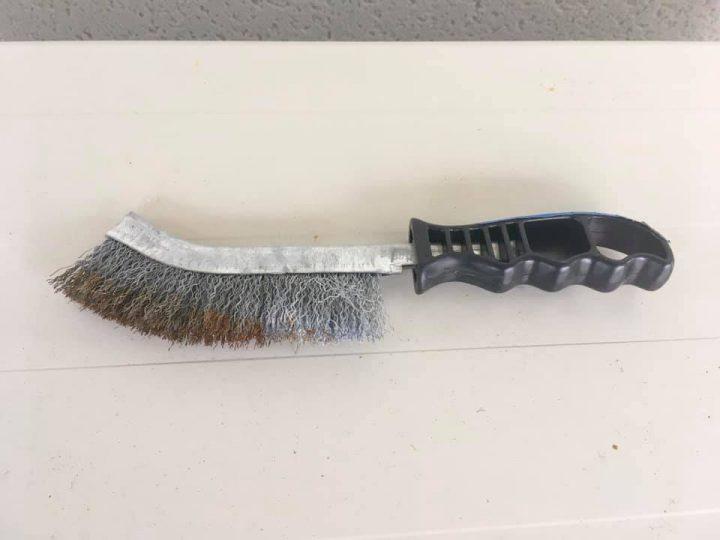 brosse metallique pour nettoyer le bedrock