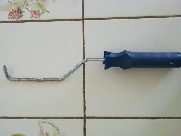 rouleau de peinture modifiés pour devenir un crochet d'orpaillage