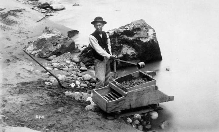 1856, un chinois utilise un rocker box pour récolter de l'or