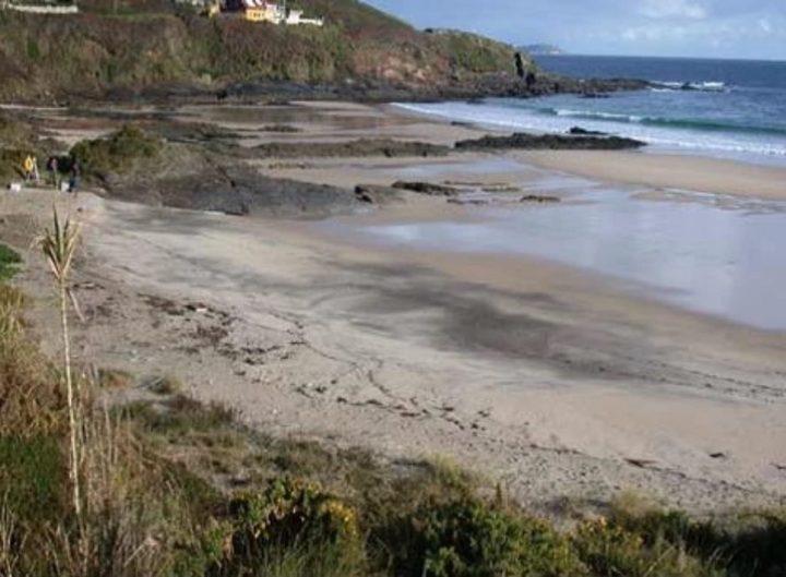dépôt de sable aurifère noir sur les plages de Bretagne