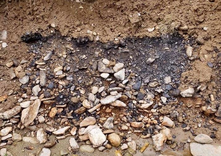 toujours gratter en surface des bancs de graviers et des terrasses pour chercher des graviers qui contiennent de l'or