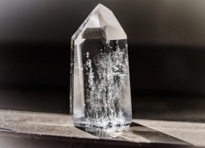 le cristal de roche est une gemme semi precieuse