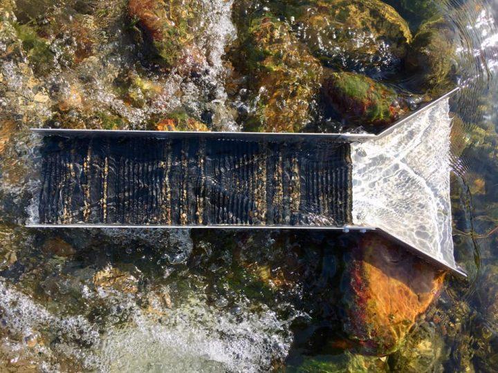 riffles très régulier d'un tapis d'orpaillage