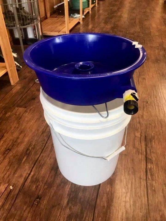 le materiel de nettoyage des concentré blue bowl