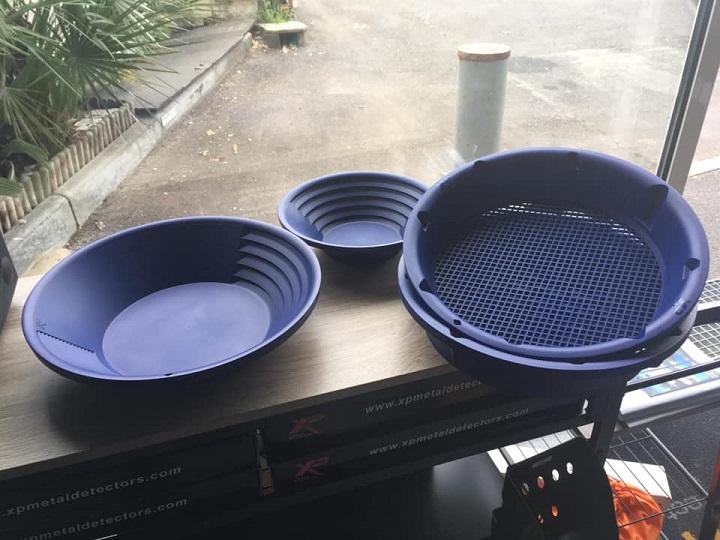 kit d'orpaillage de chez xp avec 2 pans et 2 tamis